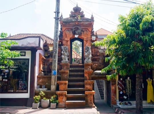 Gusti Backpackers House